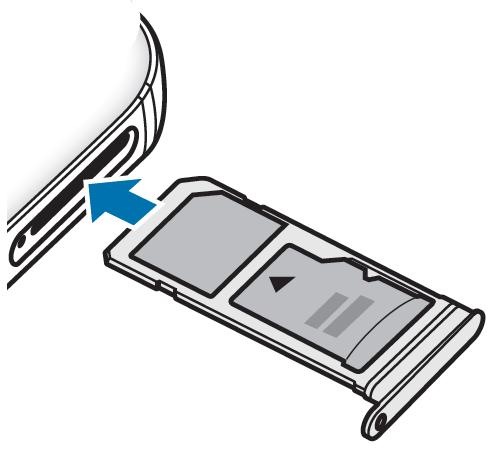 Schieben Sie den Kartenhalter wieder vorsichtig in Ihr Galaxy S7 ein und stellen Sie sicher, dass der Kartenhalter bündig schliesst.