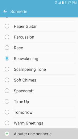 Faites défiler la liste des sonneries en faisant glisser votre doigt du bas vers le haut de l'écran. Ensuite, touchez « Ajouter une sonnerie »