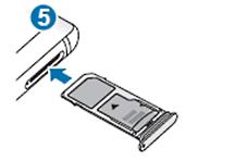 SIM und Speicherkarte in Samsung Galaxy Note8 einsetzen, Kartenhalter in den Karteneinschub schieben