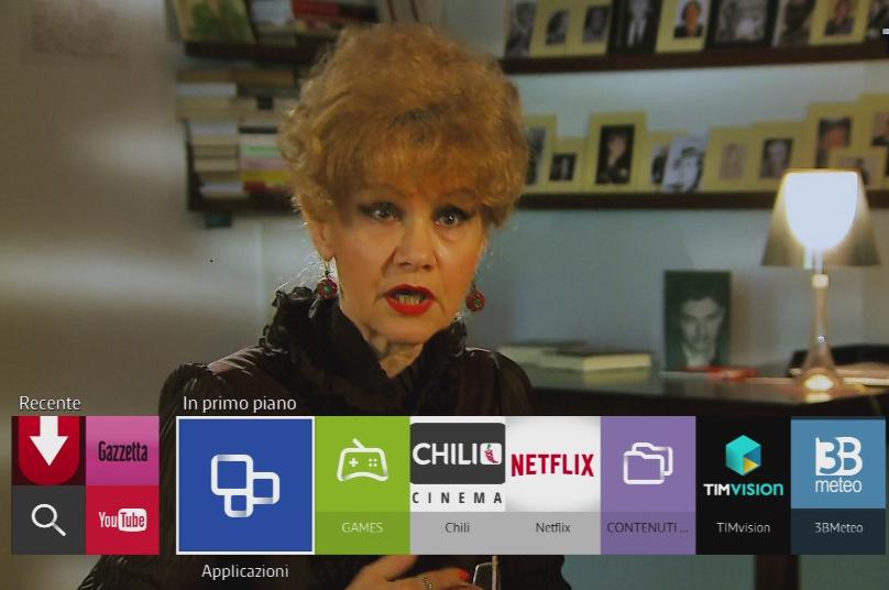 Cliccare il pulsante Smart Hub dal telecomando e poi selezionare la voce In primo piano
