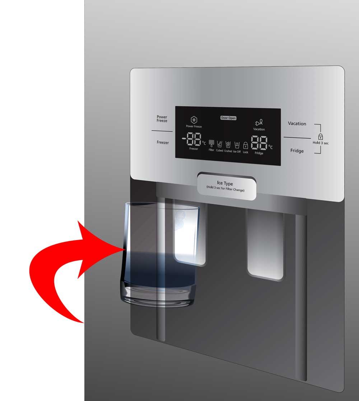 Coloque o copo por baixo da saída de gelo e empurre suavemente a alavanca do dispensador de gelo com o mesmo